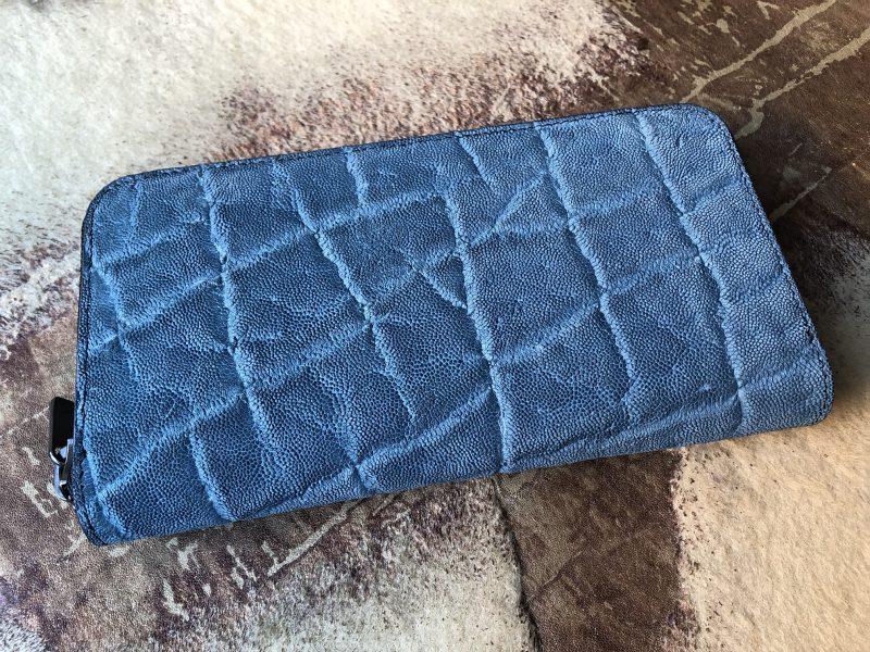 ブルー青の象革ラウンドファスナー長財布