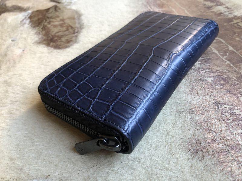 ブルー青ののナイルクロコラウンドファスナー長財布