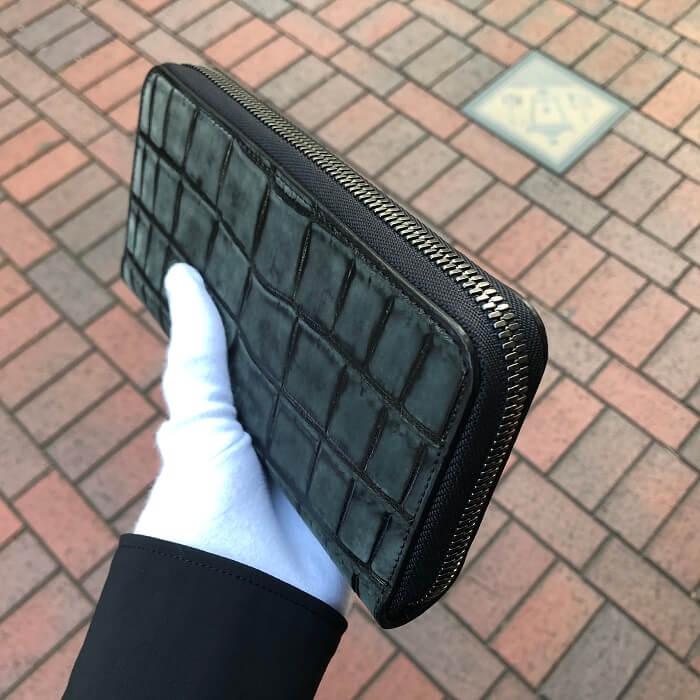 グリーンラメのマットクロコランドファスナー長財布